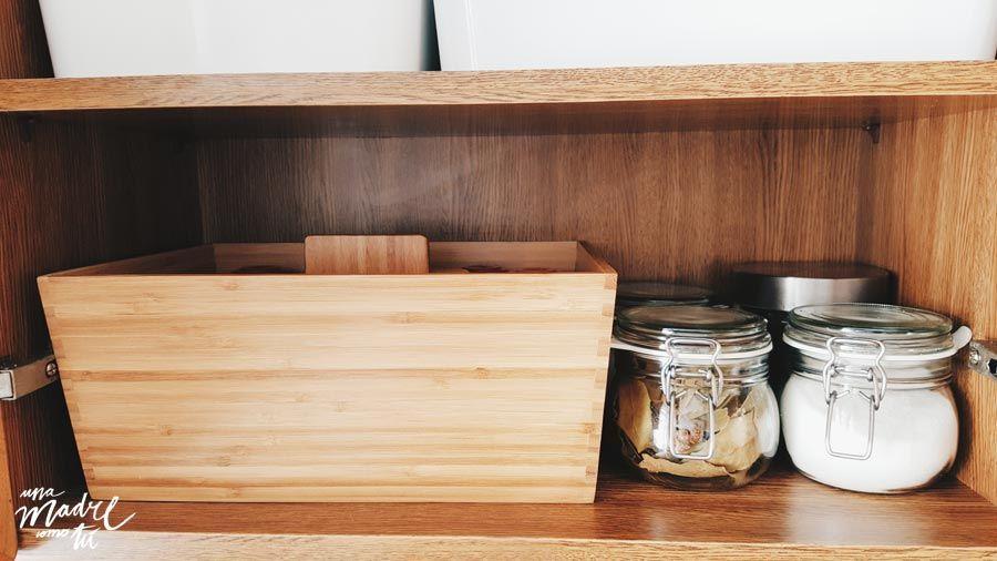 Una cocina en orden y adaptada a ni os una madre como t for Ordenar armarios cocina