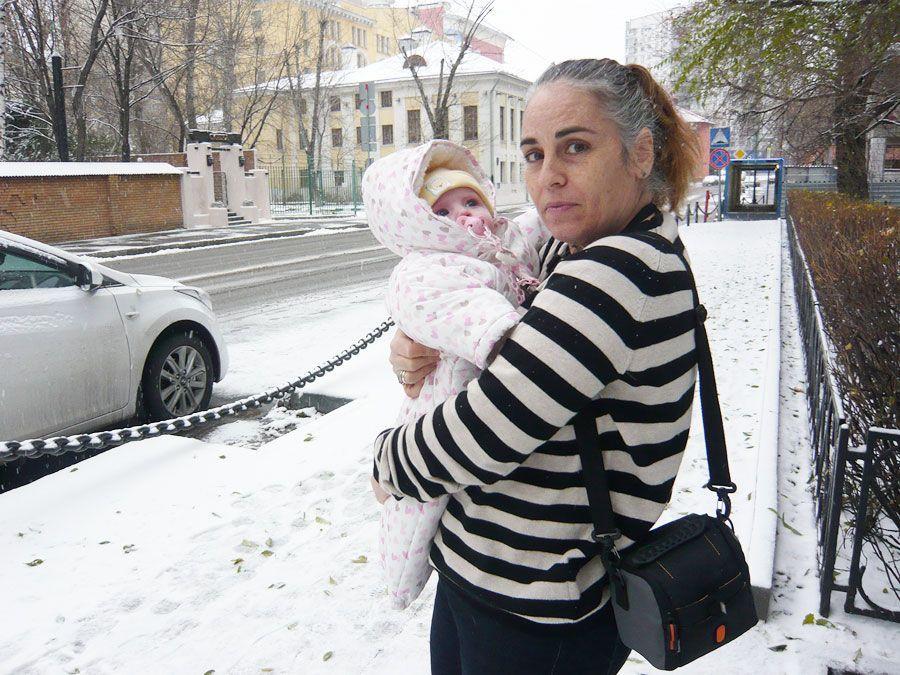 Teresa, una madre subrogada española retenida en Rusia con su hija