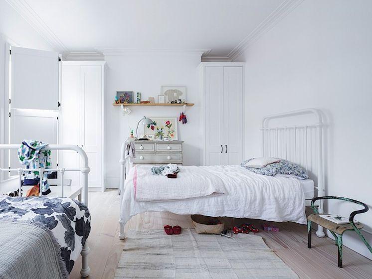 habitación blanca neutral