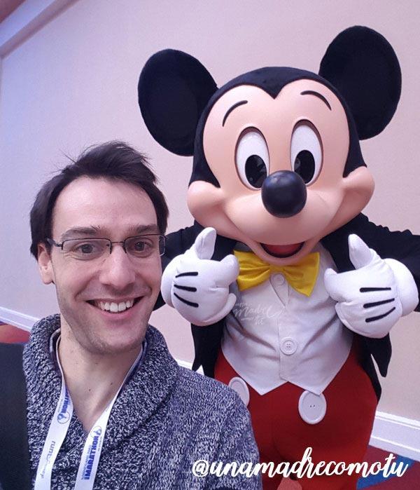 extraño y Mickey