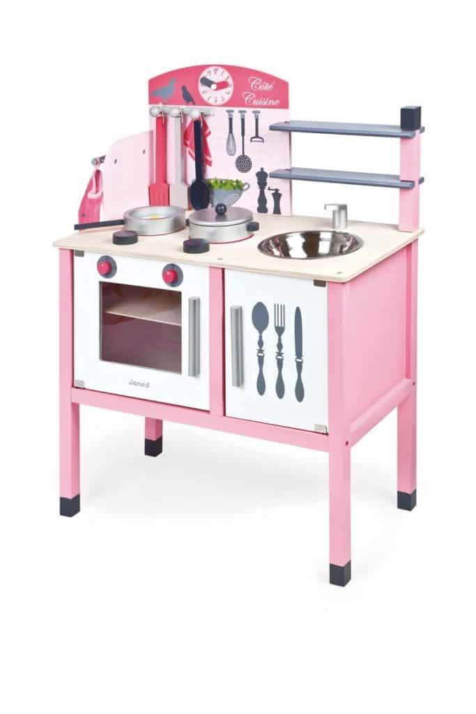 cocinita de madera rosa de Janod